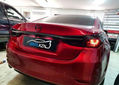 Mazda CX-5 оклеили задние фонари полиуретановой пленкой с затемнением STEK, частичный антихром