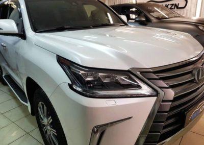 Lexus LX570 — забронировали и затонировали лобовое стекло, полировка двух передних фар