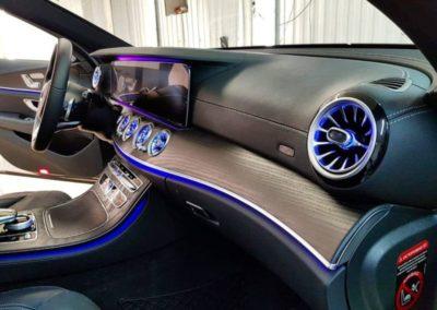 Mercedes E-klass W213 — установили дефлекторы с подсветкой, выдвижные колонки Burmester с подсветкой