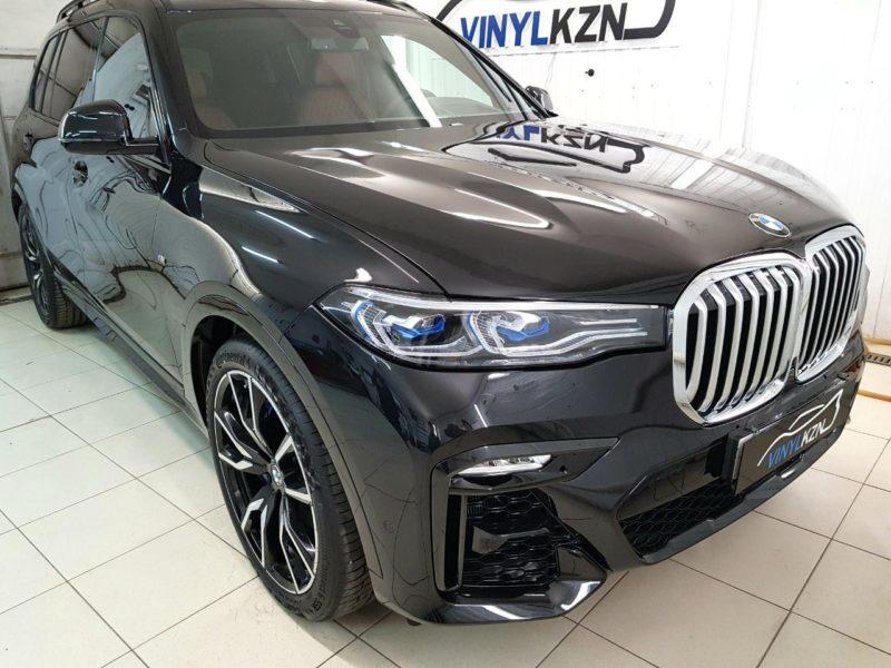 BMW X7 —  бронирование полиуретановой пленкой бампера, капота, фар, крыльев, рамки лобового стекла и зон риска, атермальная тонировка
