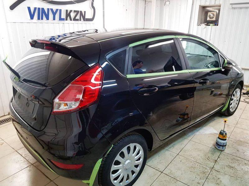 Полировка кузова автомобиля Ford Fiesta и нанесение керамики