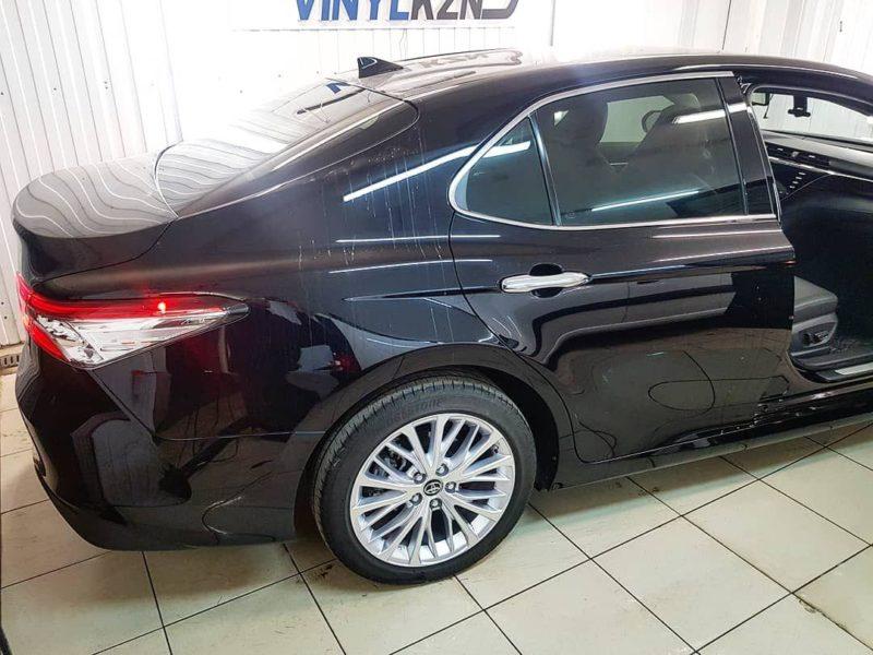 Тонировка стекол автомобиля Toyota Camry пленкой Llumar ATR 65%