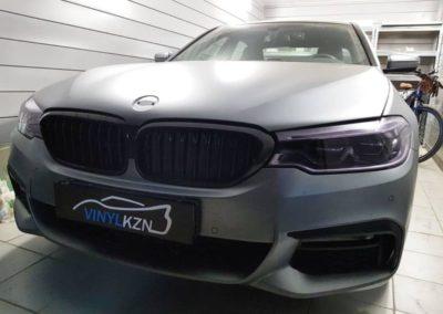 BMW 5 серии G30 — оклейка фар пленкой с затемнением Stek, оклейка черной глянцевой пленкой заднего диффузора, покраска насадок выхлопа