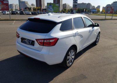 Lada Vesta — полная оклейка кузова перламутровой пленкой белого цвета