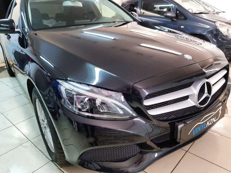 Mercedes С класса — забронировали полиуретановой пленкой капот, фары, под ручками