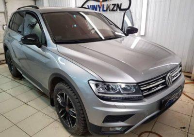 VW Tiguan — затонировали лобовое стекло пленкой Suntek Infinity 50% затемнения