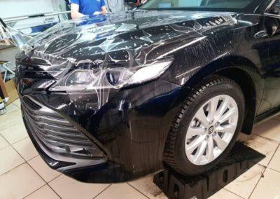 Toyota Camry — забронировали капот, бампер и рамку лобового стекла, притемнили полиуретановой пленкой Stek передние фары