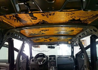 Шумоизоляция салона Renault Duster — проклеили весь салон вибропластом, затем шумопоглощающим материалом