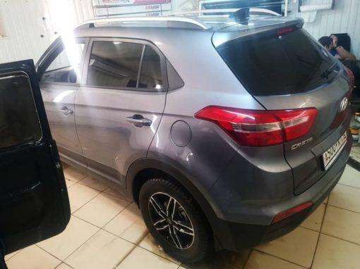 Hyundai Creta — бронирование зон под ручками в подарок и тонирование задней части авто пленкой Llumar 95%