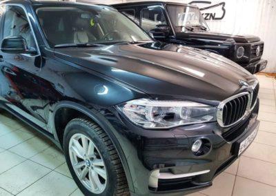 BMW X5 — забронировали полиуретановой пленкой капот, часть передних крыльев, фары, зеркала