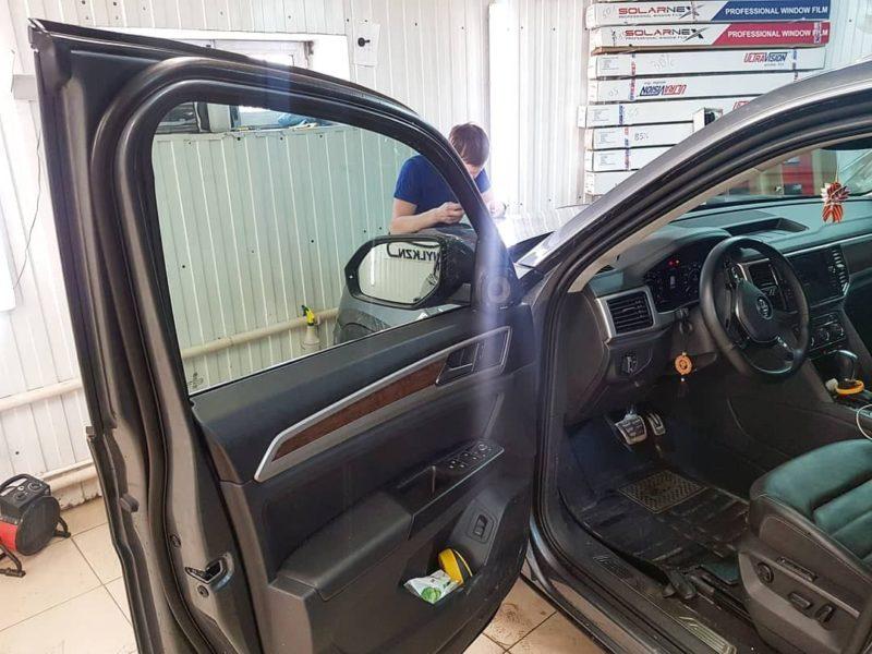 Затонировали боковые стекла пленкой Llumar 50% затемнения — Volkswagen Teramont