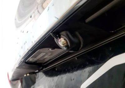 Установили омыватель камеры заднего вида на Hyundai Santa Fe