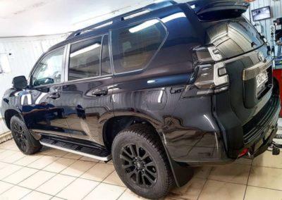 Toyota Land Cruiser Prado — бронирование капота полиуретановой пленкой, тонировка стекол пленкой Llumar ATR