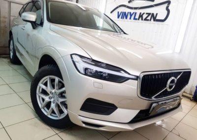 Volvo XC60 — установка защитной сетки радиатора, бронирование кузова, тонировка стекол