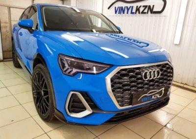 Audi Q3 — забронировали полиуретановой пленкой капот, передние фары затемнили полиуретановой пленкой Stek, установили спойлер на крышку багажника