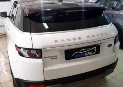 Range Rover Evogue — оклейка крыши пленкой Oracal 970 черный глянец , боковых стоек и боковых зеркал