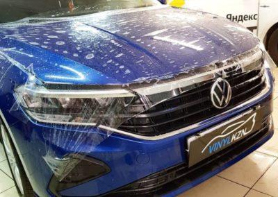 VW POLO на бронировании капота и фар гибридной пленкой Armotek