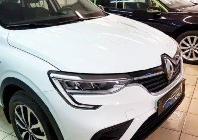 Renault Arkana — забронировали полиуретановой пленкой капот, фары, под ручками, пороги