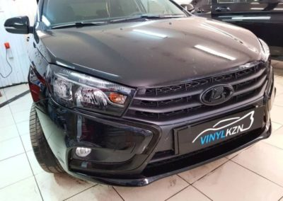 Lada Vesta — бронирование фар автомобиля, оклейка хрома на бампере, тонировка стекол пленкой ULTRAVISION 65%