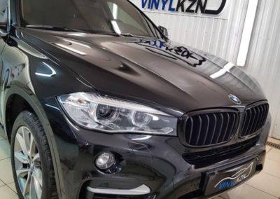 BMW X6 — оклеили полиуретановой пленкой капот, фары, зеркала, зоны под ручками, тонировка стекол пленкой Llumar