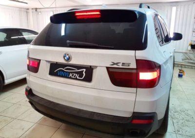 BMW X5  — тонировка стекол металлизированной пленкой ULTRAVISION