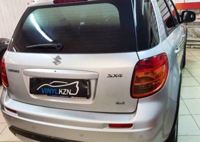 Suzuki SX4 — сделали тонировку с переходом цвета с черного на серебристый