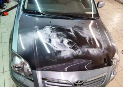 Оклейка капота автомобиля Toyota Avensis