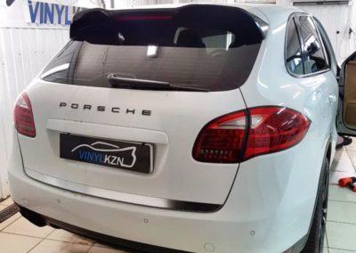 Тонировка стекол автомобиля Porsche Cayenne атермальной пленкой Llumar ATR
