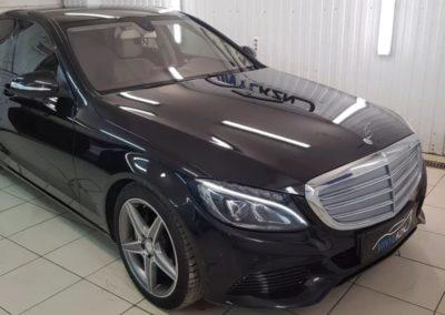 Mercedes C класса — оклеили хромированные элементы чёрной глянцевой пленкой