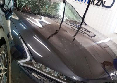 Бронирование лобового стекла Kia K5 специализированной пленкой