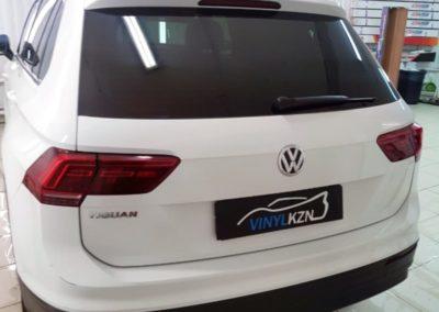 VW Tiguan 2 — забронировали капот, фары и зоны под ручками, полиуретановой пленкой, тонировка Llumar 85%