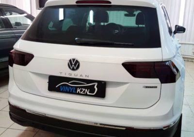 Забронировали капот нового автомобиля VW Tiguan полиуретановой пленкой, тонировка фар полиуретановой пленкой Stek