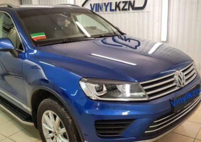 VW Touareg — забронировали полиуретановой пленкой капот, фары, птф, под ручками, пороги полиуретановой пленкой