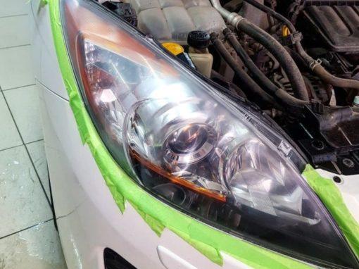 Полировка фар автомобиля Mazda 3