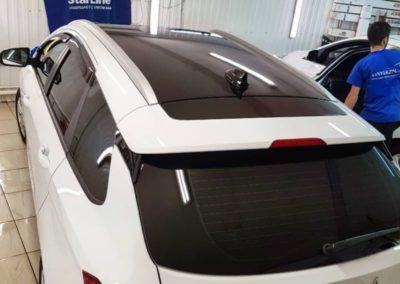 Белоснежная Lada Vesta — оклейка крыши автомобиля пленкой Oracal 970
