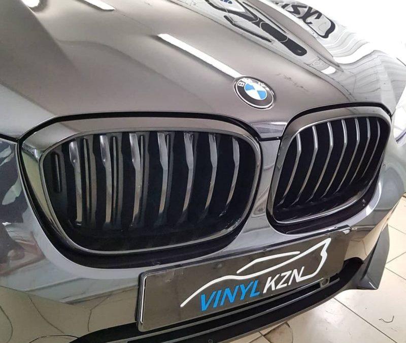 BMW X4 G02 — установили доводчики дверей, выполнили антихром ноздрей и окантовки окон