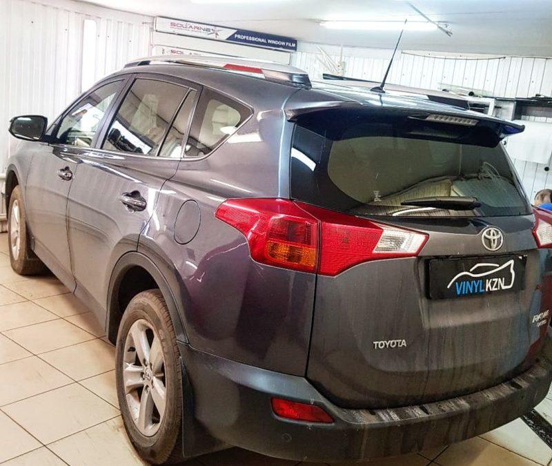 Toyota Rav 4 — затонировали атермальной пленкой передние боковые стекла, задние стекла пленкой SunTek Infinity 90
